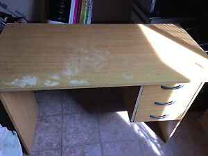 Free desk and office chair Rooty Hill Blacktown Area Preview