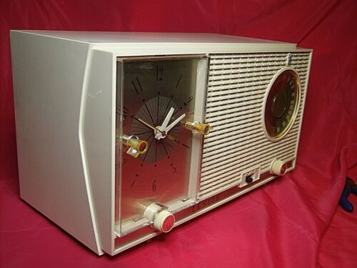 Zenith L727 Empress  Clock Radio AM FM 7 NO CRACKS !! Great Deal as Promised!