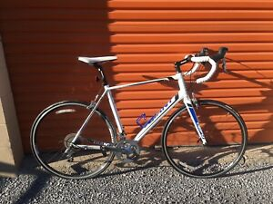 Giant Defy Endurance Road Bike - PERFECT CONDITION
