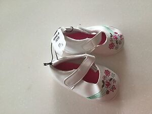 Little girls shoes size 6-9 mths Leda Kwinana Area Preview