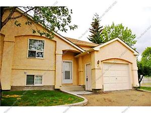 2-BDRM+DEN TOWNHOUSE W/ ATTACHED GARAGE IN SOUTHEAST EDMONTON