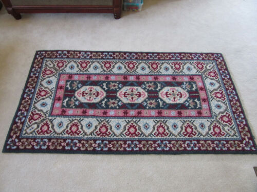 Vintage Shabby Chic Decor Hooded Wool Rug 4