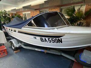Stacer 420 SeaHawk with Johnson 40hp tilt & trim engine.