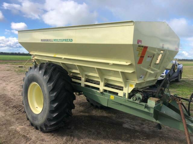 Marshall 880T trailed spreader in excellent condition ...