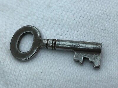victorian or edwardian  cabinet or box key !  ref 2