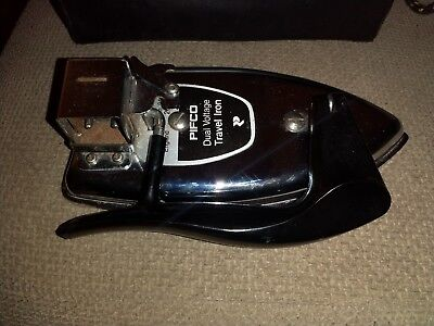 VINTAGE PIFCO TRAVEL IRON.  MODEL NO. 943.  GOOD CONDITION.  NOT TESTED.