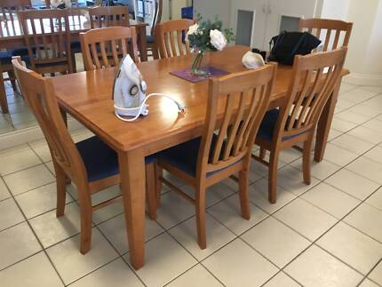 Solid timber dining table & 6 covered chairs *NEW CONDITION*