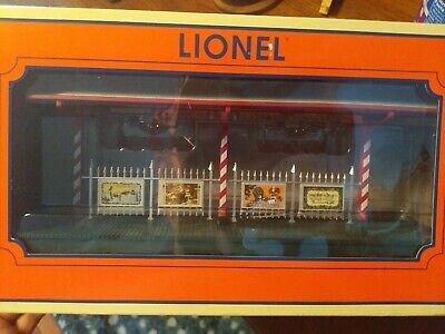 NEW LIONEL CHRISTMAS STATION PLATFORM AND BOX RARE model train set