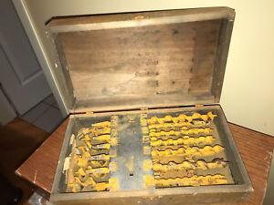 Mèches et boîtes de bois antique