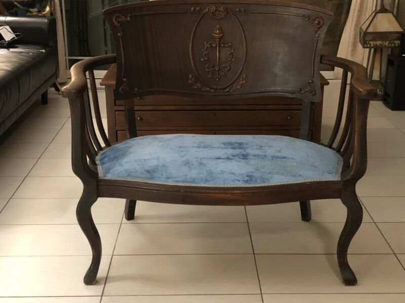 Antique Love Seat Chair In Good Condition.