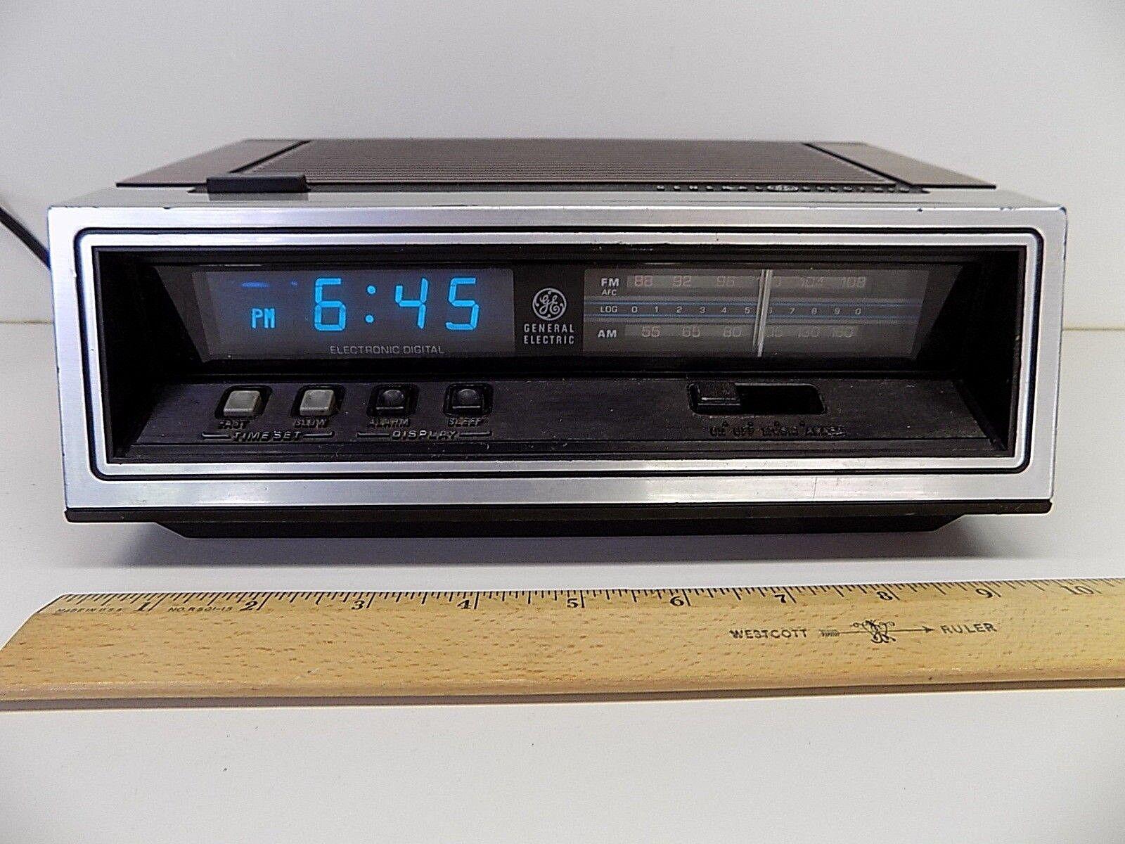 General Electric GE Blue LCD Alarm Clock AM FM Radio 7-4651A
