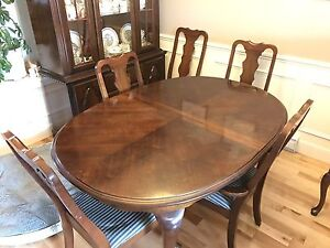Dining room set (table, 6 chairs, cabinet, sideboard)