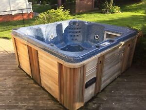 WELL MAINTAINED CANSPA 6 PERSON HOT TUB