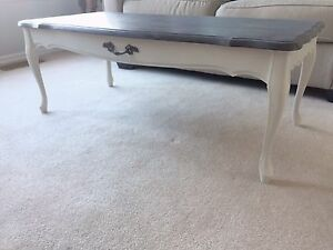 Charming coffee table - $85 OBO