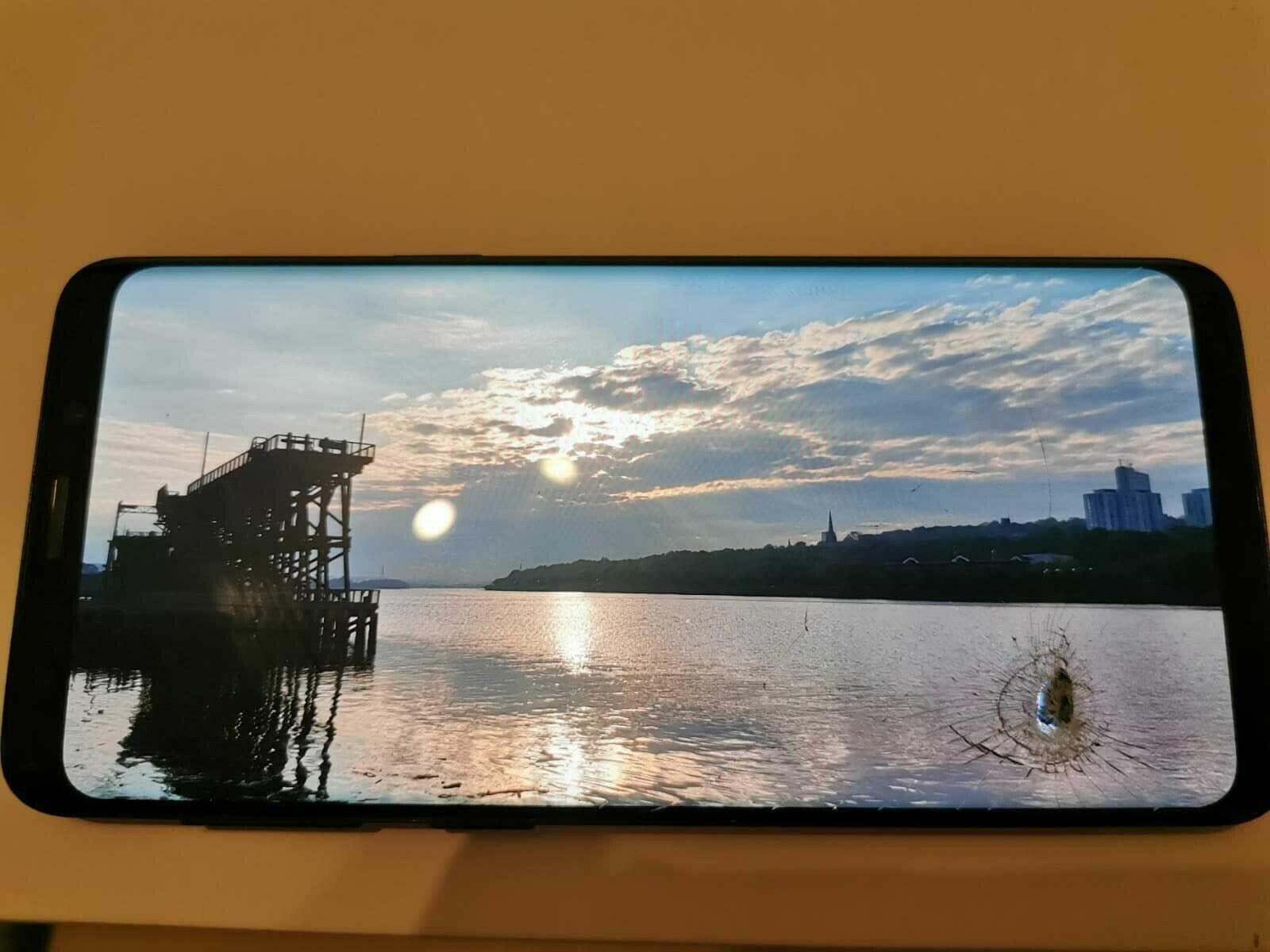 Android Phone - Samsung Galaxy S9 SM-G960F (Unlocked) (damage) Black - 64GB/4GB Ram