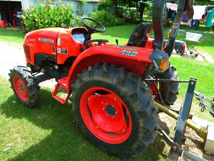 Kubota Tractor  L3800 with Rotary hoe and Bed former Low hours