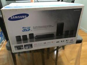 Système de son avec lecteur Blu Ray Modèle HT-J4500 *comme neuf*