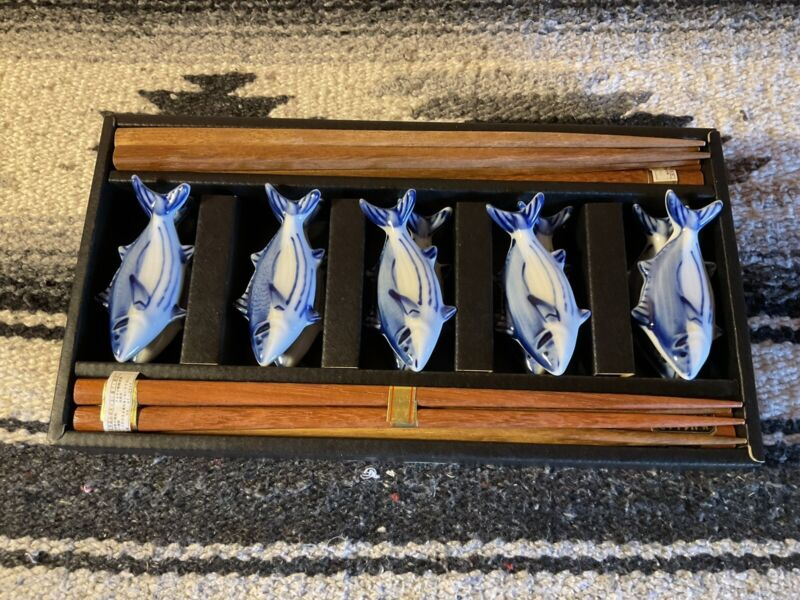 8 Pair Wooden Reusable Chopsticks Boxed Set with 10 Fish Shaped Holders
