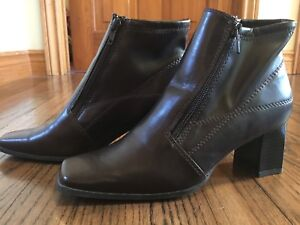 New women's size 6 boots.