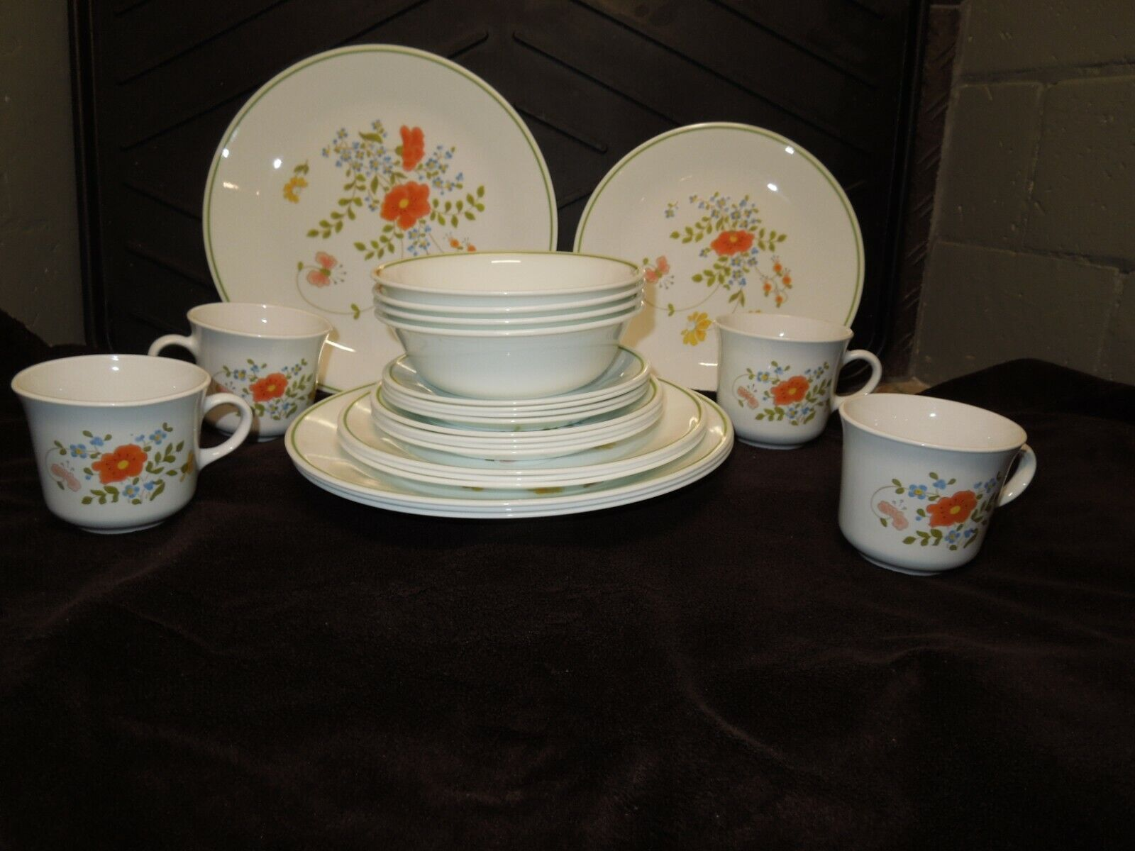 24~Corelle Corning Wildflower 6pc Setting for 4 Plates Bowls