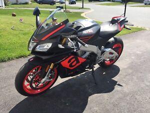 Beautiful Flawless Aprilia RSV4 Superbike (Price Reduction)