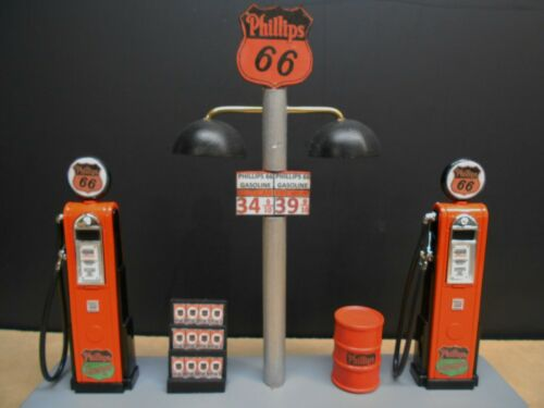 """"""" PHILLIPS 66 """" GAS PUMP ISLAND DISPLAY W/GAS PRICE SIGN, 1:18TH, (OLD STYLE)"""