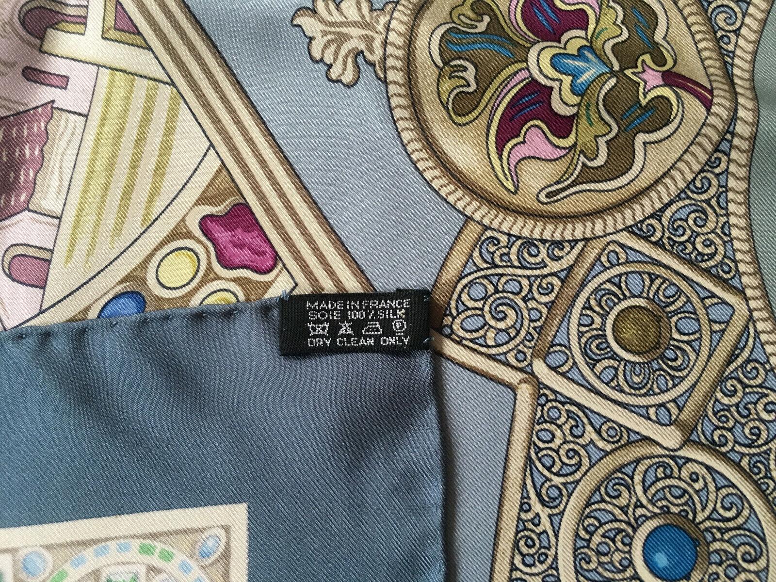 Foulard carré hermès en soie - le triomphe du paladin - 90 x 90 cm - bleu