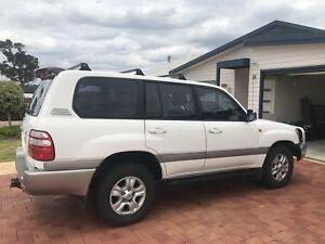 2005 Toyota Land Cruiser Sahara 100 series need sold ASAP
