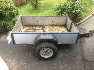 SMALL SINGLE AXLE TRAILER