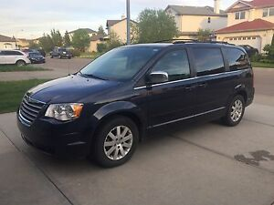 2008 Chrysler Town and Country Touring(Lthr,Pwr doors)