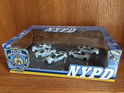 Greenlight 1:64 NYPD 5 car diorama with a Dodge Charger Green Machine