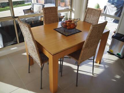 TASMANIAN OAK EXTENDING DINING TABLE WITH 8 MATCHING CHAIRS