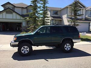 Lifted 1999 Toyota 4Runner 33inch tires