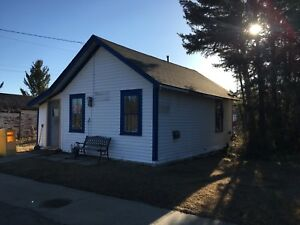 Quaint House in small, QUIET Rural Town - Alberta