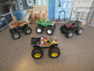 LOT OF MONSTER JAM HOT WHEELS JURASSIC ATTACK ,MONSTER MUTT, NORTHERN NIGHTMARE