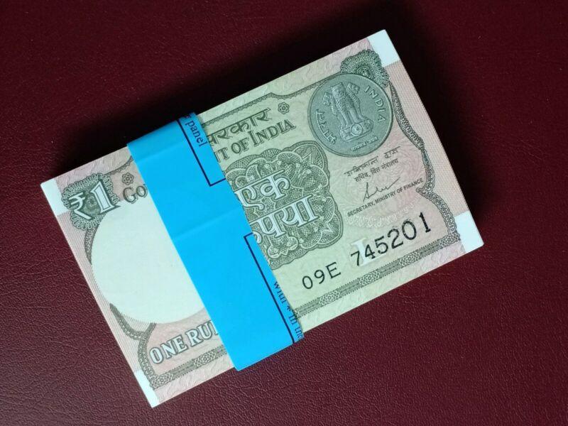 India 1 Rupee Banknote Bundle - 100pcs non- sequencial 2017 - UNC P-117