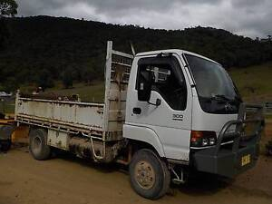 Isuzu NPS 300 4x4 Tipper, Truck,4wd,excavator , bachoe,tractor Bulli Wollongong Area Preview