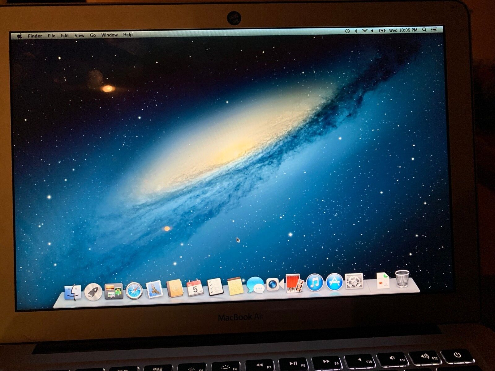 Apple   MacBook Air A1466   i5 @ 1.8GHz   256GB SSD   DENTED COVER