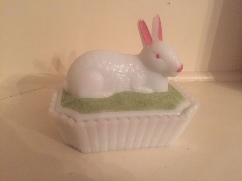 Vintage Westmoreland Milk Glass Rabbit With Octagonal Picket Fence Curio Dish