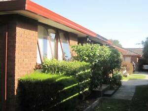 Beautiful 2 bedroom unit. Close to Chadestone SC, Oakleigh cafes