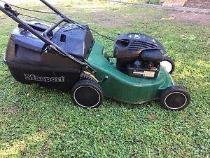 Australian Masport 4 Stroke Lawn Mower with  BRIGGS & STRATTON Tanah Merah Logan Area Preview