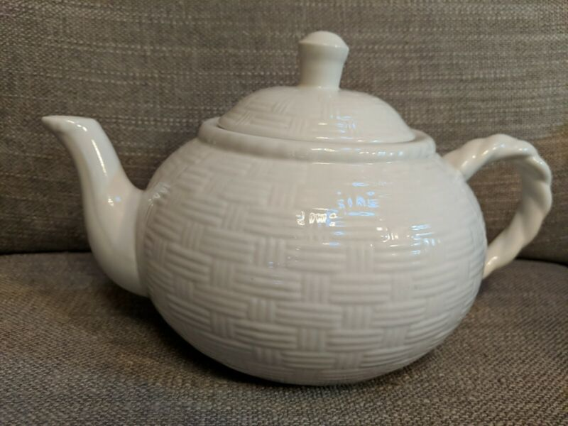 Home Trends White Teapot With Basketweave Pattern