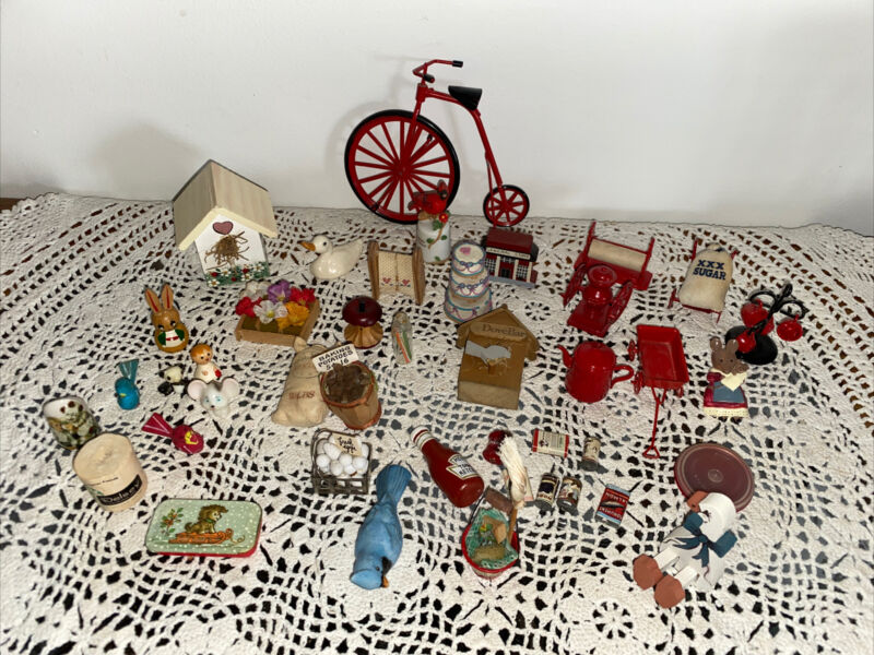 LOT of 42 Dollhouse MINIATURES Mixed Pieces + Curio Pieces Display