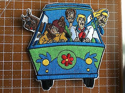 Scooby-Doo & Gang in Mystery Machine  4