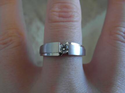 New 18ct White Gold Single Stone Diamond Ring