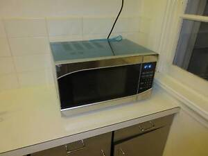 25 L Microwave, almost new Pennant Hills Hornsby Area Preview