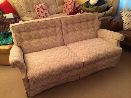 2/2.5 seat sofa - FREE - good condition  Merewether Newcastle Area Preview