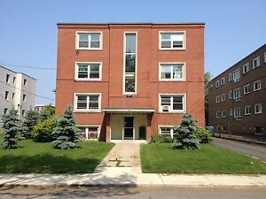 SPACIOUS 2 BED NEAR AMENITIES! 1- 309 Westdale Ave