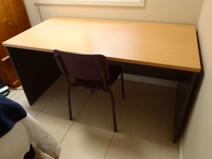 Desk (incl free chair and lamp)
