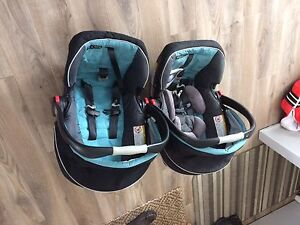 Priced to sell!! Graco Click Connect 35 Car Seats w/base